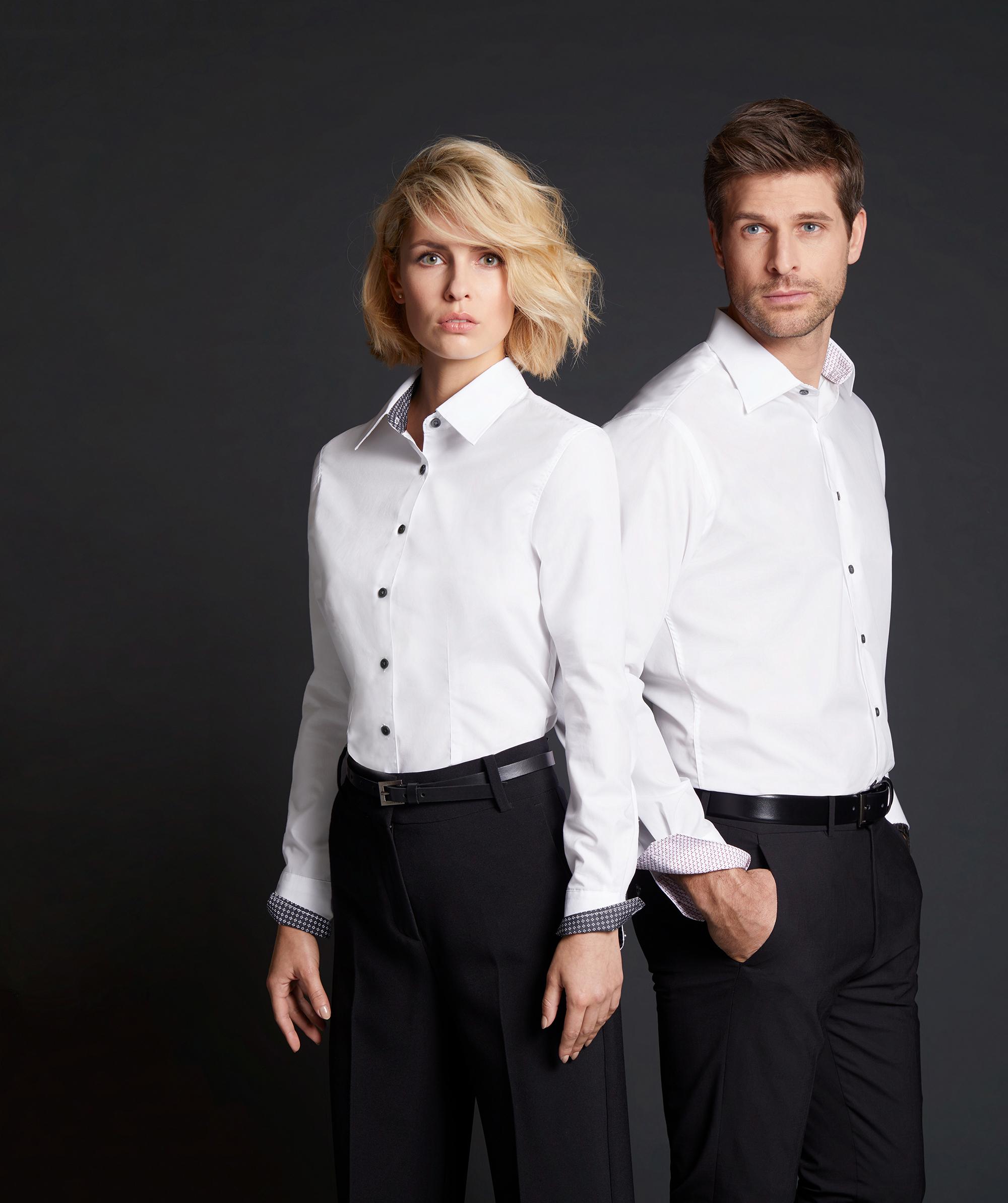 Shirt mit modischen Einsätzen an Kragen und Manschette