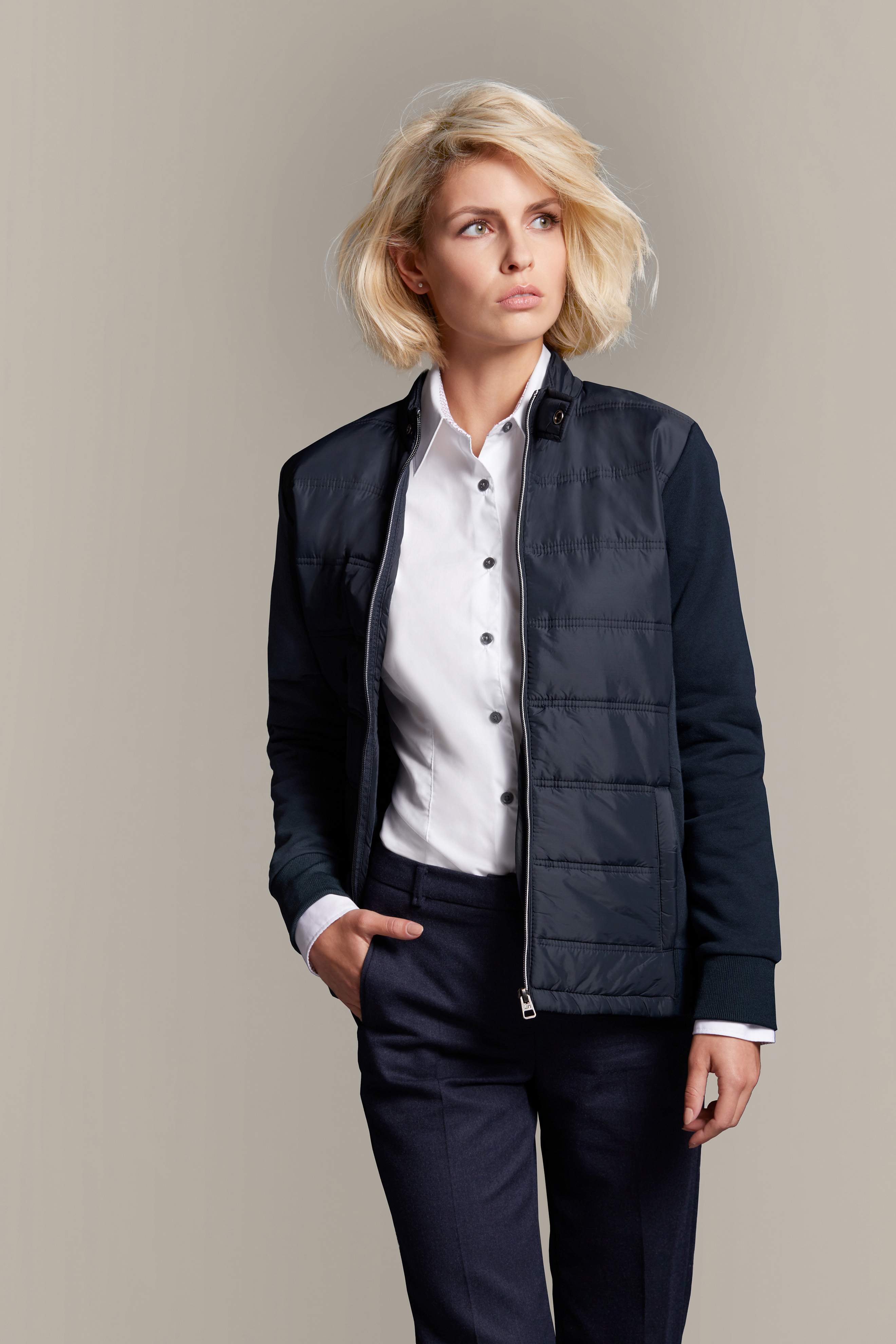 Modische Sweat Jacke in attraktivem  Materialmix